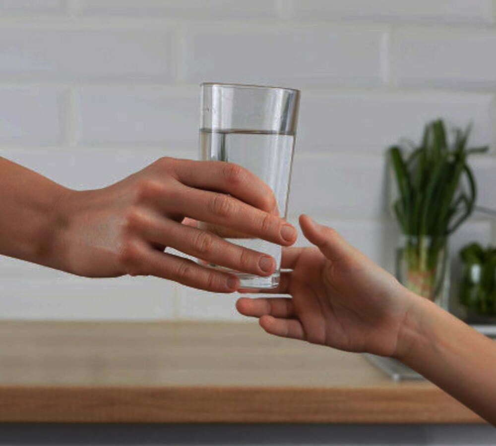 Minum Air Putih Bisa Bantu Turunkan Berat Badan smartpower media berita
